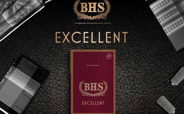 Mengenal Sarung Tenun BHS yang Kaya Motif dan Warna