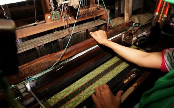 Ide Usaha di Masa New Normal Sambil Lestarikan Sarung Indonesia